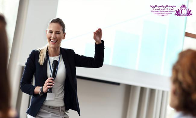 برای گرفته عرضه سخنرانی دردست بهتر است مخاطبان خود را بخندانید و سادگی و واقعی بودن را در شیوه سخنرانی داشته باشید.