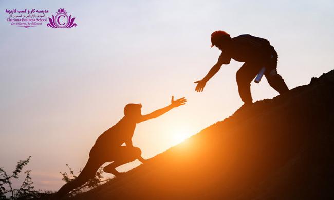 فرد با اعتماد به نفس بر اينکه چگونه خود را دوست داشته و بپذيرد آگاه است و اين باعث کمال ميشود