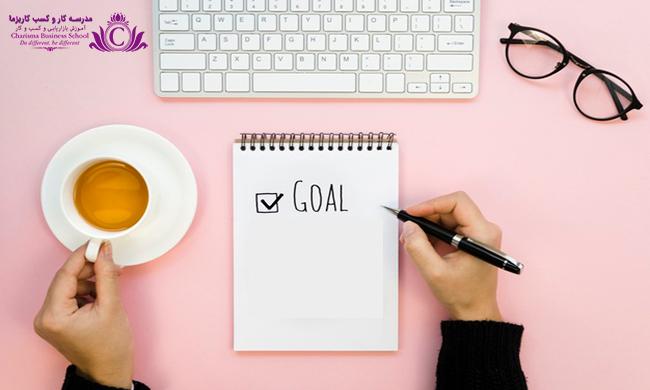 تنظیم اهداف روزانه به داشتن انگیزه کافی برای انجام هدفها کمک میکند