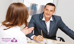 در حين گوش دان از حرکات و موارد اضافي پرهيز کنيد تا حواس گوينده پرت نشود و تنها به صحبتهاي او گوش دهيد