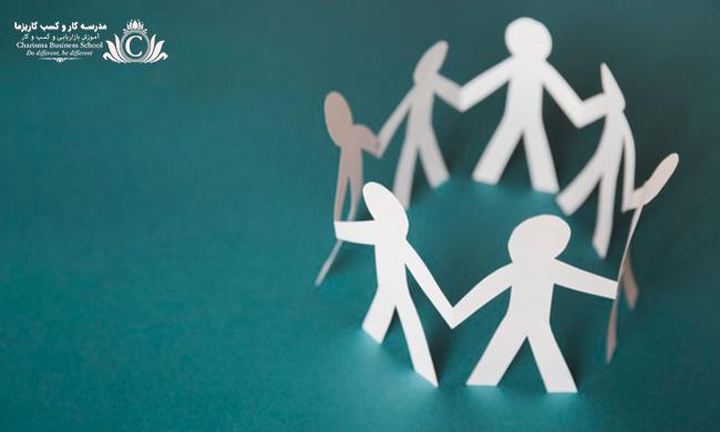 برای متقاعد سازی هر فردی با او رابطه انسانی داشته باشید و کاری کنید که در قبل و بعد صحبتهایتان گیر نیفتید